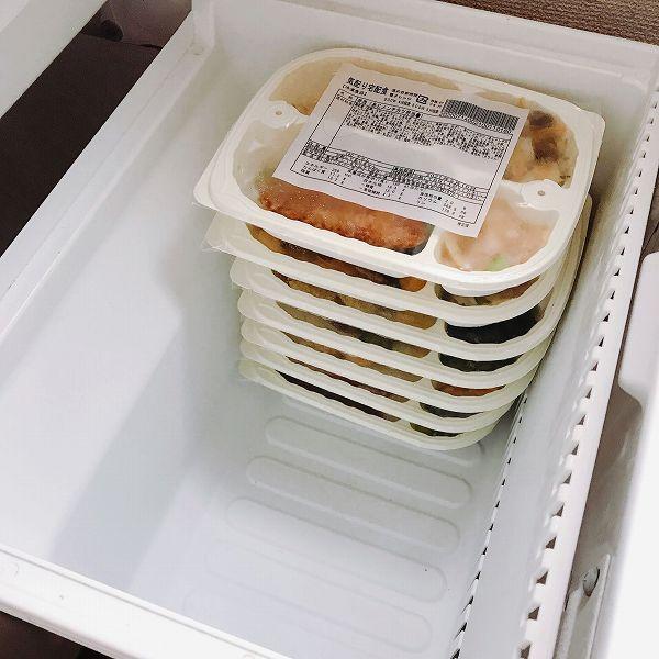 まごころケア食を冷凍庫へ保管